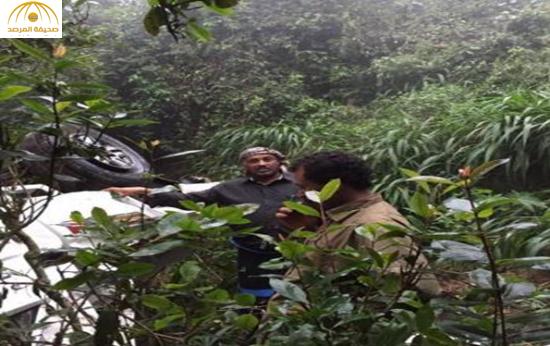 بالصور: شاهد سقوط سيارة من ارتفاع شاهق بجازان