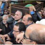 بالصور:شاهد..تشييع جنازة الفنان ممدوح عبدالعليم وسط انهيار زوجته والفنانات