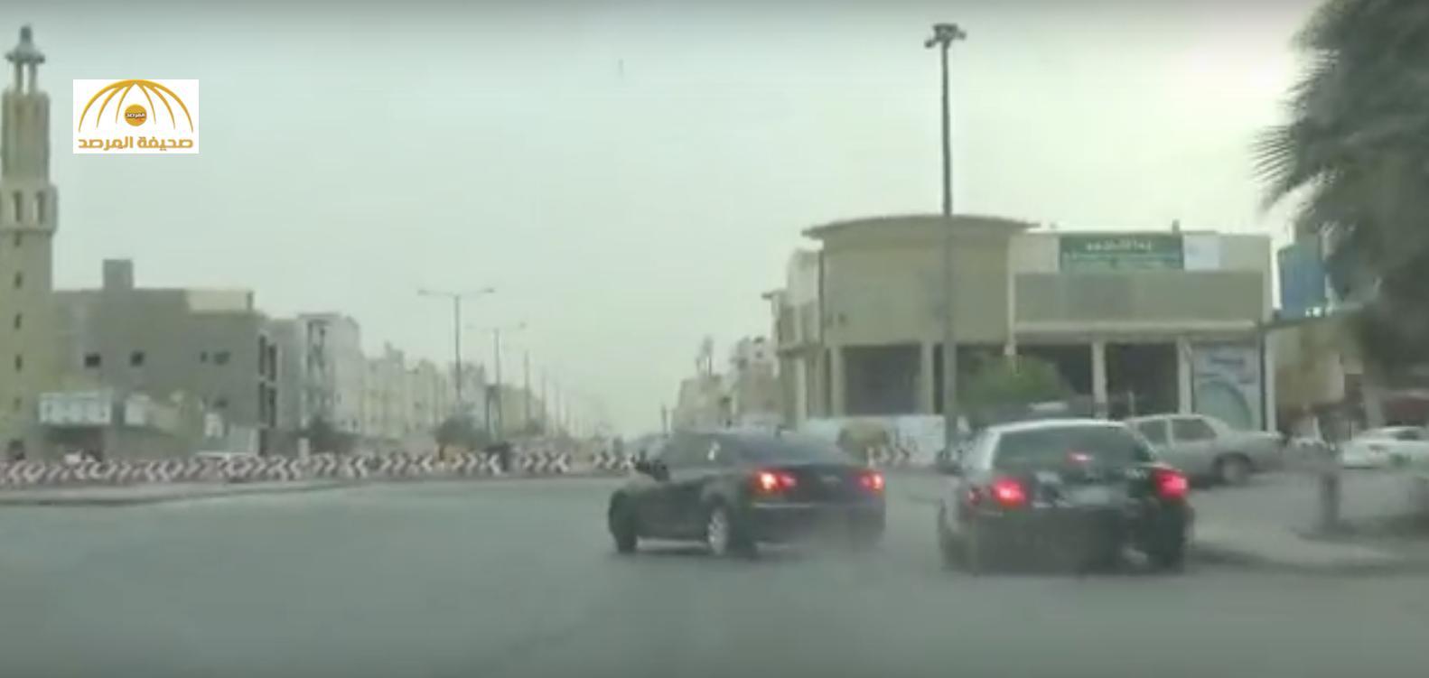 شاهد:شاب يفحط أمام دورية في الرياض