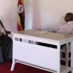 """صورة مكتب رئيس جمهورية أوغندا عند استقباله""""الجبير"""" تلقى رواجاً كبيراً على مواقع التواصل"""