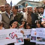 """بالصور: هكذا عبر اليمنيون في محافظة"""" تعز"""" عقب فك الحصار عن المدينة"""