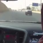 بالفيديو :درباويان يسيران عكس الطريق بسرعة عالية ويتحدون 3 دوريات أمنية