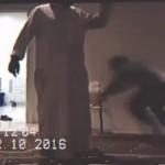 بالفيديو : شاب يعتدي بالضرب على عامل بمسجد