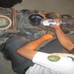 بالصور: إحباط 3 محاولات لتهريب 202 زجاجة خمر و 128 كيساً من نبات القورو عبر جمرك جسر الملك فهد