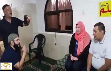 بالفيديو: فتاة إسرائيلية تعلن إسلامها في فلسطين وتتزوج تركيًا