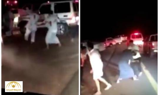 بالفيديو:مضاربة جماعية في أحد متنزهات بريدة.. والشرطة تضبط اثنين من المتورطين