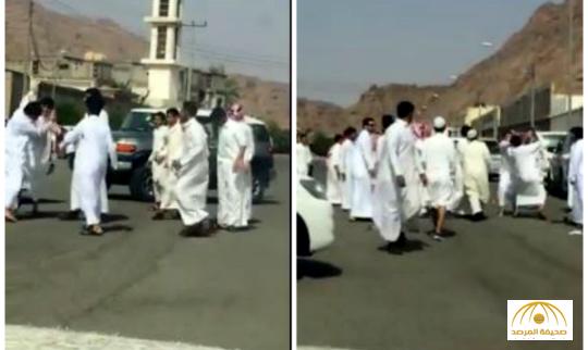"""بالفيديو: معركة """"دامية"""" بين طلاب مدرسة بحائل"""