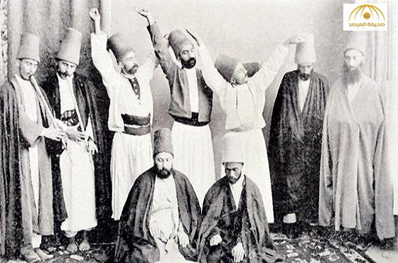 """تعرف على """"الدراويش"""" وعلاقتهم  بحلقات الذكر التي تنظمها الصوفية"""