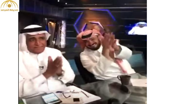 """بالفيديو : """"العمري"""" يتفاعل مع أغنية عن """"الأهلي"""".. والفراج ينفجر ضاحكا """"المطوع خرب"""""""
