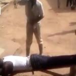 بالفيديو: معاقبة رجل «زاني» بالجلد أمام المارة في نيجيريا