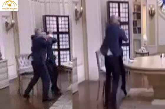 """بالفيديو:اشتباك بالأيدي بين """"أحمد شوبير"""" و""""أحمد الطيب"""" على الهواء مباشرة"""
