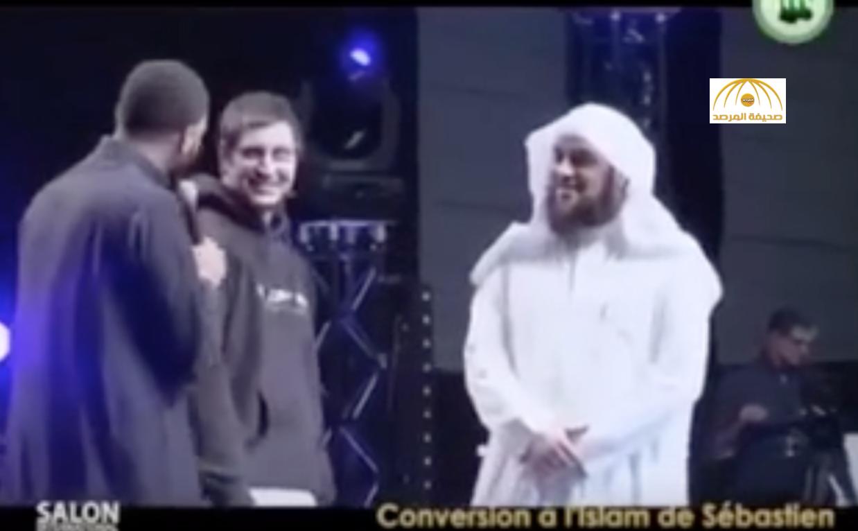 """بالفيديو: الشيخ  """"العريفي"""" يفشل في إقناع شاب غير مسلم بالقرآن"""