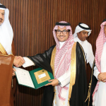 الأمير فيصل بن محمد يكرّم دهانات الجزيرة في افتتاح ملتقى جمعية التشكيليين السعوديين