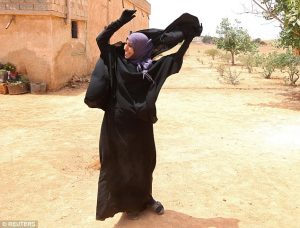 3519F5D000000578-3635467-A_woman_removes_a_Niqab_she_was_wearing_in_her_village_after_Syr-m-10_1465570785375 (1)