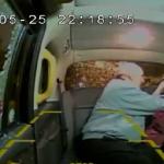 شاهد : طوبة تصيب سبعينية داخل سيارة أجرة
