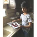 بالصور: شاب سعودي لا يخجل من دخول المطبخ…ويخطط لتحقيق مشروعه