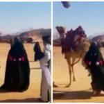 """بالفيديو:جمل يعاقب ممثلة """"بركلة"""" في مشهد تمثيلي"""