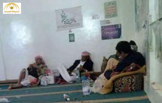بالصور: حوثيون يحولون المساجد بشمال صنعاء إلى وكر لتعاطي القات المخدر!