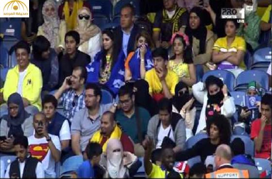 """تحذير قناة """" mbc""""من  تصوير النساء السعوديات في مباراة السوبر بلندن"""