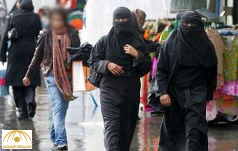 """محاكمة سبعينية حطمت تمثال """"الحجاب"""" وطالبت بطرد السعوديين من بريطانيا"""