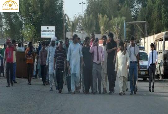 """بالصور:احتجاج عمال """"سعودي أوجيه"""" بجدة بسبب تأخر رواتبهم لـ7 أشهر"""