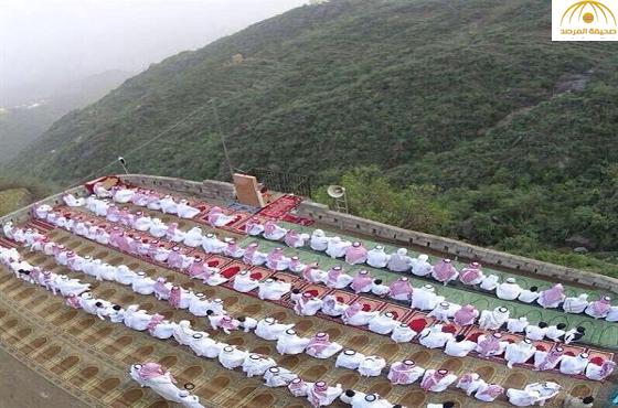 شاهد بالصور : مصلى العيد في أعلى جبال فيفاء بجازان يعانق السماء