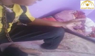 والد الطفل المقيَّد بالسلاسل: المياه عادت لمجاريها مع ابني.. والأم: أقبضوا على زوجي