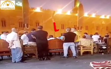 """فيديو: شاهد.. سائح خليجي يستأجر6 """" بودي جارد"""" أثناء تجوله في القاهرة"""