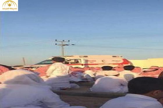 إمام يلقي خطبة العيد  عبر مكبر صوت سيارة إسعاف بالطائف ــ صورة