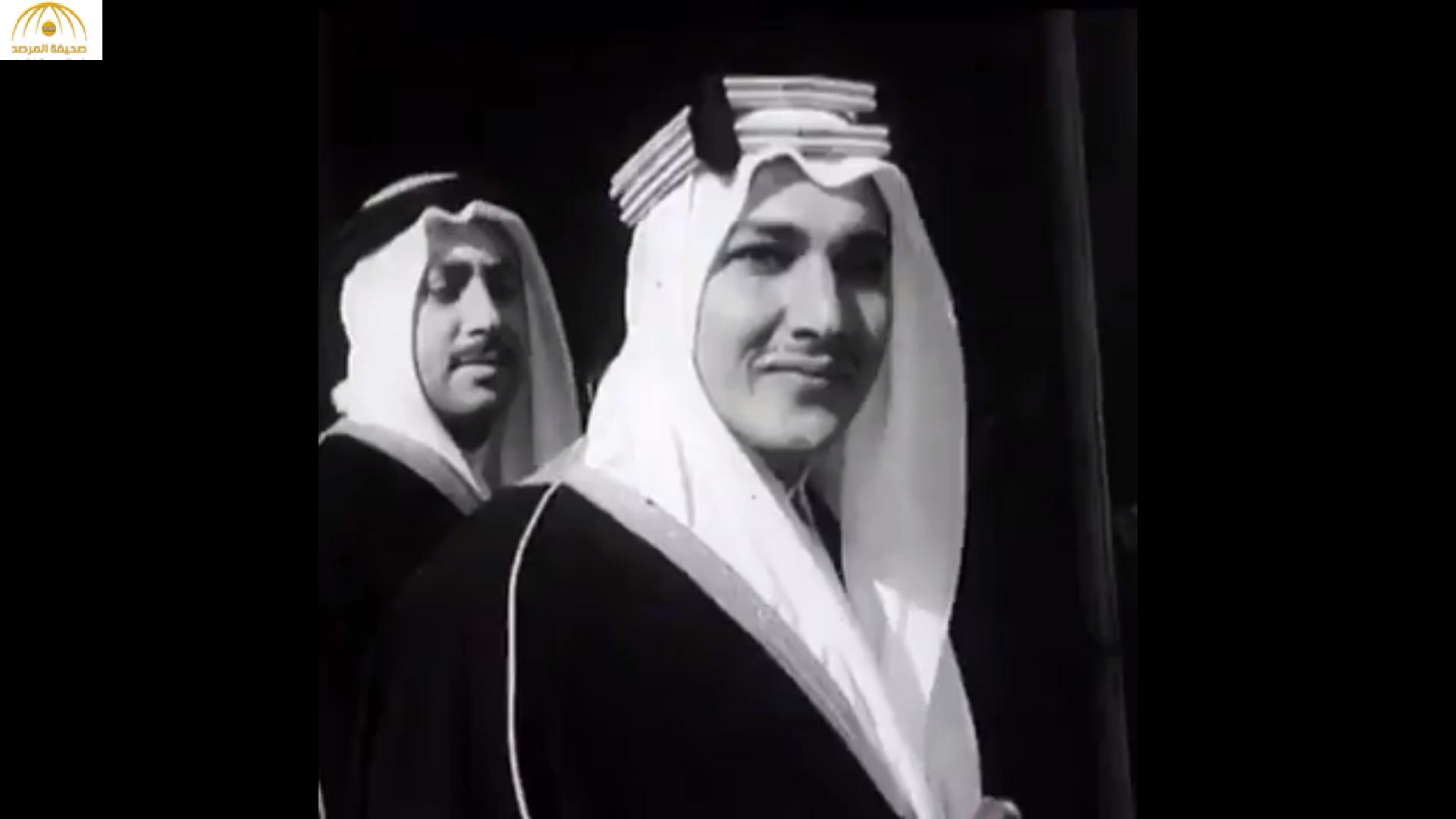 """شاهد: خالد بن طلال ينشر فيديو قديم لوالده وهو يحمل """"سيفا"""" أثناء تعيينه سفيرًا للمملكة في فرنسا"""