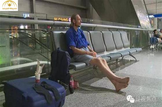 بالصور: هولندي ينتظر حبيبته في المطار  10 أيام ..تعرف على سبب عدم حضورها!