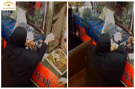 """بالفيديو: سيدة """"مصرية"""" تسرق محل ذهب في إمبابة بطريقة ماكرة"""