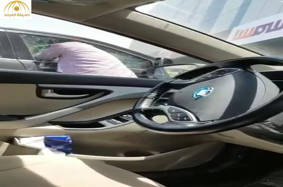 شرطة الرياض تقبض على مقيم كسر زجاج سيارة وسرق مابداخلها