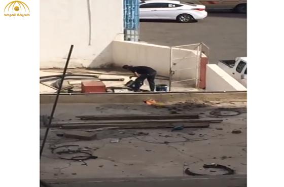 """""""التجارة"""" تكشف حقيقية خلط مادة مجهولة ببنزين""""91″ بإحدى محطات مكة المكرمة-فيديو"""
