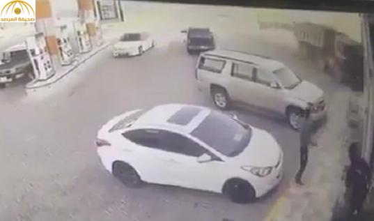 فيديو: كاميرا مراقبة ترصد اقتحام شاحنة لمحل تجاري في الرياض