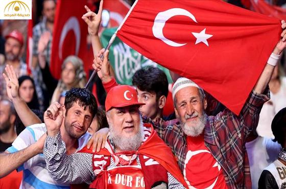 من هو رجل الأعمال السعودي  الذي شارك  الأتراك التظاهر ضد الانقلاب الفاشل في إسطنبول؟