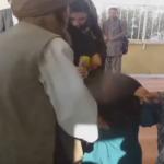 """فيديو: أب أفغاني يزوج طفلته لخمسيني مقابل """"ماعز""""!"""