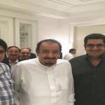شاهد: صورتان حديثتان للأميرين عبدالعزيز بن فهد ونواف بن فيصل مع الملك سلمان