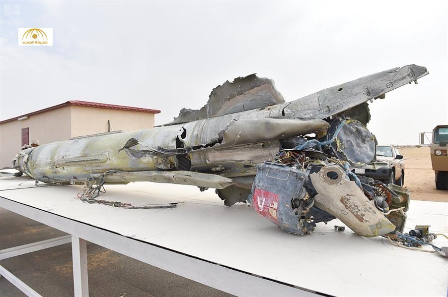شاهد بالصور والفيديو: الدفاع الجوي السعودي يعرض بقايا صواريخ روسية أسقطت فوق نجران