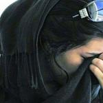 """الحساب المتحدث بلسان الفتاة السعودية الهاربة يرفع الراية  """"البيضاء"""""""