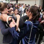 بالفيديو: عارضة أزياء عالمية تتحول إلى وحش بعد تحرش رجل بها في إيطاليا