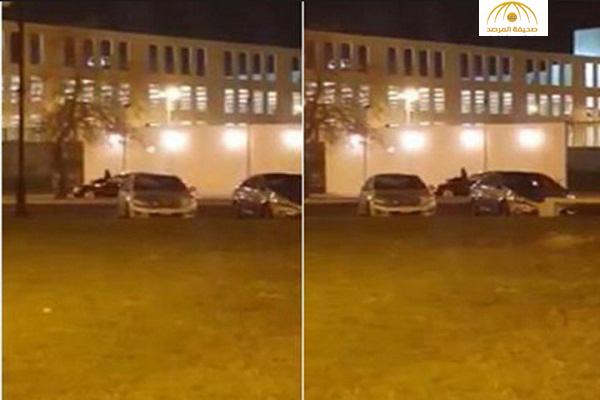 بالفيديو : شاب يتجوّل بسيارته على كورنيش جدة و فتاة تجلس على مقدمتها