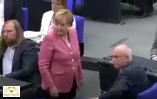 بالفيديو : رئيس البرلمان الألماني يطرد ميركل من الجلسة لتحدثها دون إذن
