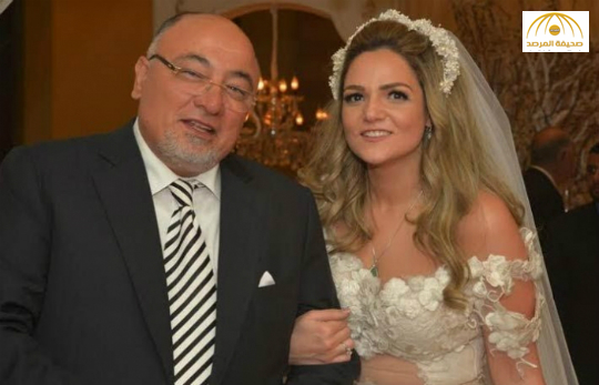 الداعية المصري خالد الجندي يوضح حقيقة صورة متداولة تجمعه بجانب عروس غير محجبة