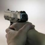 جدة: طالب هندسة يمطر شقيقته بـ 5 رصاصات جوار مقر عملها بسبب شاب عربي!