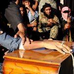 بالصور.. داعش يقطع يد سجين سوري أمام الأطفال