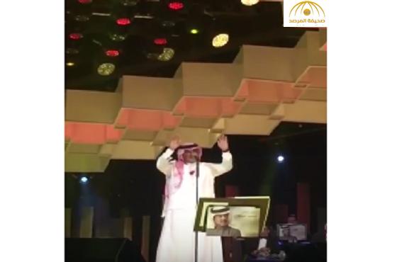 فيديو..محمد عبده من دبي: نتقابل في الوطن .. وإن شاء الله فنّنا ما يبقى على طول في المنفى
