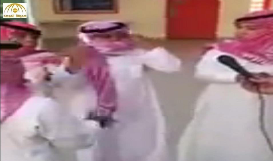 """شاهد.. طلاب صغار يؤدون """"الدحة"""" بطريقة أثارت إعجاب المغردين على مواقع التواصل"""