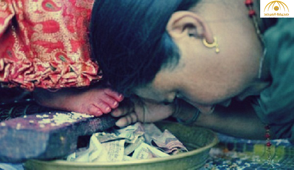 قصة طفلة أصبحت «إلهة» في الهند: لديها رموش تشبه البقر  وصوت كـ « البط » – صور