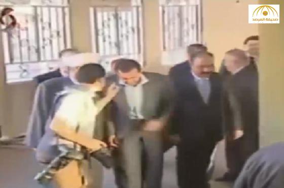 """ماذا طلب """"المصور"""" من بشار الأسد في صلاة العيد؟-فيديو"""